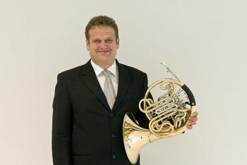 """Hornist Holb: """"Oboe und Horn gelten als die schwierigsten Instrumente. Man bläst hinein und nur Gott alleine weiß, was herauskommt."""" sov/Karl forster"""