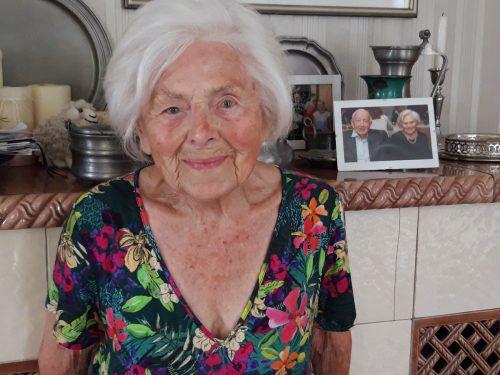 """""""Ich bin wirklich schon 100 Jahre alt"""", staunt Trudi Thurnher."""