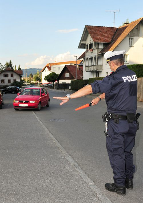 Die Polizisten brachten kürzlich wieder Raser zur Anzeige.rha
