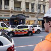 Passanten überwältigen in Sydney Messerangreifer