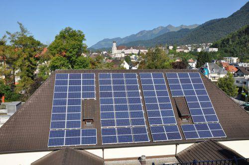 In Vorarlberg speisen derzeit 5400 PV-Anlagen Strom in das Energienetz der Illwerke VKW ein.
