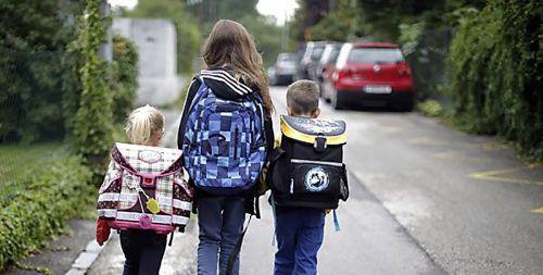 """In wenigen Wochen beginnt in Vorarlberg das neue Schuljahr. """"Jetzt ist der optimale Zeitpunkt, mit den Kindern den Schulweg zu üben"""", sagt die ÖAMTC-Verkehrspsychologin."""