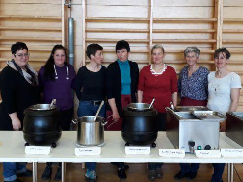 Irene Steurer-Bechter mit Helferinnen Doris, Petra, Marianne, Emma, Marlies und Klaudia. me