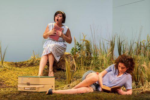 """Junger Stimmenzauber mit Aytaj Shikhalizada als Olga und Shira Patchornik als Tatjana in """"Eugen Onegin"""", der neuen Produktion der Bregenzer Festspiele am Kornmarkt. stiplovsek"""