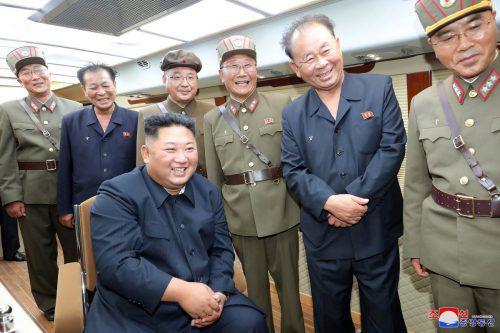 Kim Jong-un beobachtet die Raketentests, die seine Armee durchführt. KCNA