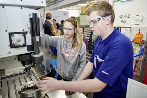 Lehrstellen sind in fast allen Berufen zu finden. Technische Berufe sind inzwischen auch Mädchensache. FA/Hagen