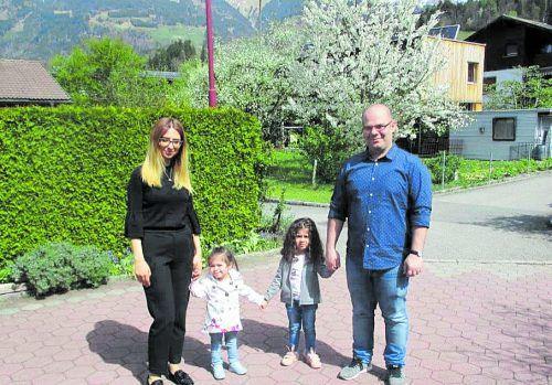 Levon und Satenik Misakyan mit ihren beiden Kindern Lena undGayaneh mussten ihre Zelte in Röns abbrechen. VN/JLO