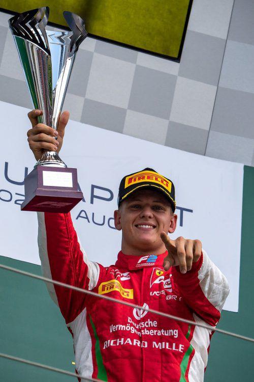 Mick Schumacher durfte sich erstmals über einen Sieg in der Formel 2 freuen.apa