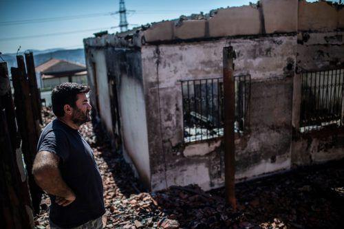Nahe Athen sind Häuser ein Raub der Flammen geworden. AFP