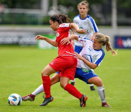 Patricia Pfanner (r.) zeigte sich beim Cup-Erfolg gegen die Dornbirner Ladies mit zwei Treffern in Torlaune.vn-lerch
