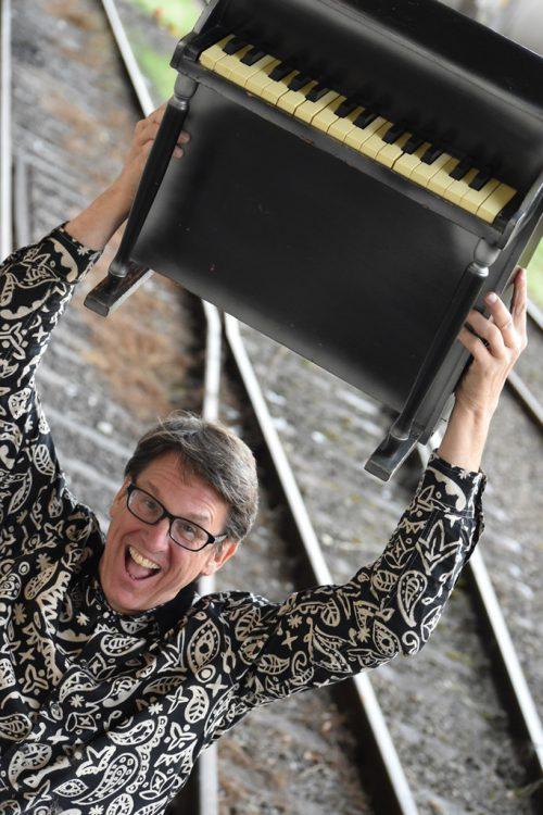 Peter Madsen vertont in Lauterach live Stummfilmklassiker.