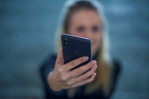 Reiseplanung via Smartphone wird von Vorarlbergs Tourismusunternehmen noch zu wenig wahrgenommen und genutzt. VN/paulitsch