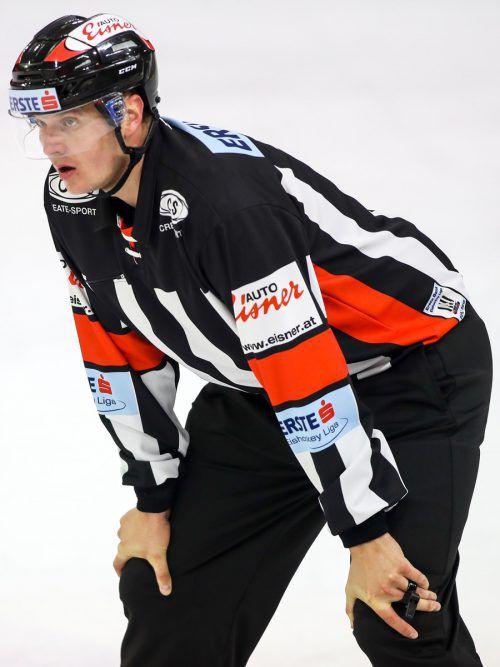 Schiedsrichter Miroslav Stolc wird in der kommenden Saison sein 200. Spiel in der Erste Bank Eishockeyliga leiten.gepa