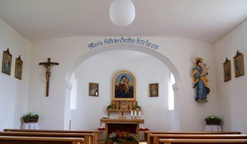Schlicht und einfach gehalten ist der Innenraum der Kapelle in Jennen.