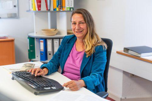 """Sigrid Dieing: """"Es gibt keine wirksamere Motivation, als Mitarbeiterinnen und Mitarbeiter schon beim Planen der Ziele und dann auch beim Planen des Vorgehens mit einzubinden."""" VN/Stiplovsek"""