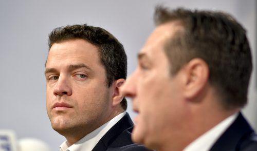 Strache soll den Detektiv vor allem auf Gudenus (l.) angesetzt haben. Dieser ist nach Bekanntwerden des Ibiza-Videos gleich aus der Partei ausgetreten.APA