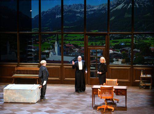 """Szene mit Sven Prietz, André Jung und Caroline Peters in der Uraufführung von """"Die Empörten"""" von Theresia Walser. APA"""