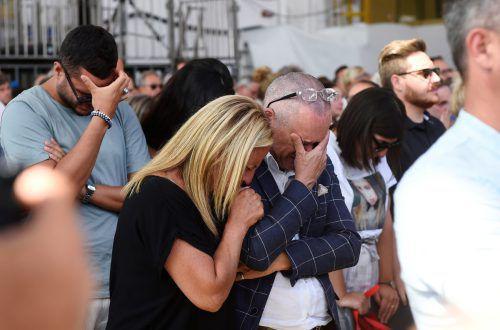 Tausende Menschen haben der Opfer des Brückeneinsturzes gedacht. Reuters