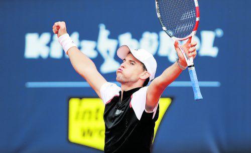 Tief durchatmen bei Dominic Thiem. Nach einem verkrampften Auftritt steht Österreichs Nummer eins im Kitzbühel-Halbfinale.gepa
