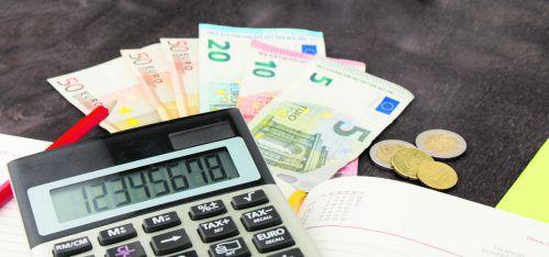 Üblich ist eine Kaution oder Bankgarantie in Höhe von drei Bruttomonatsmieten.