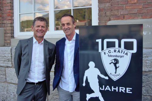 VFV-Präsident Horst Lumper (l.) und Hans-Peter Lorenz (Kontrollausschuss) überbrachten der Rätia zum 100er die Glückwünsche seitens des Verbandes.