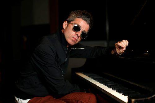 Zehn Jahre nach der Trennung von Oasis hat sich Noel Gallagher mit seinen High Flying Birds auch musikalisch von Oasis losgesagt. Reuters