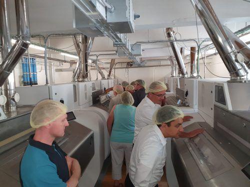 100 interessierte Müller aus der ganzen Welt besichtigten die Vermahlungssysteme bei der Vorarlberger Mühle in Feldkirch. Mühle