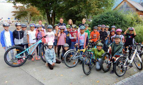 27 Schüler der VS Leopold wurden vom Radverein Dornbirn fit für die Radprüfung gemacht. cth
