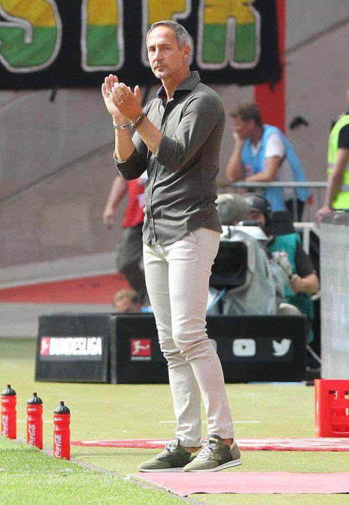 Adi Hütter konnte mit seiner Eintracht erstmals in der Saison auswärts siegen.gepa