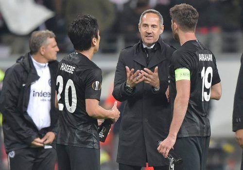 Adi Hütter und sein Team rund um Kapitän David Abraham (r.) und Makoto Hasebe wollen auch in dieser Europa League wieder für Furore sorgen.gepa
