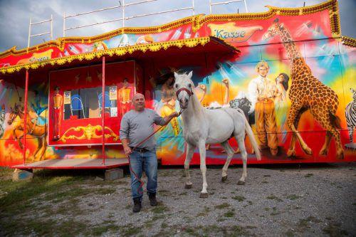 Endlich wieder mobil. Der Circus Berlin darf Lustenau verlassen. VN/Paulitsch