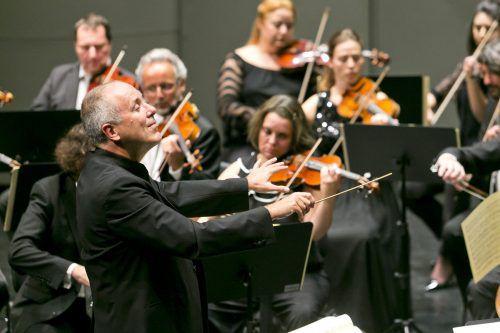 Alexander Lonquich beim ersten Abo-Konzert der Saison mit dem Symphonieorchester Vorarlberg. SOV/Dietmar Mathis