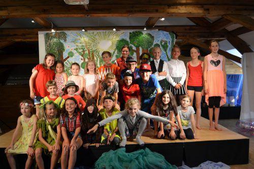 Alle Kinder waren bei der Abschlussaufführung in der Villa Falkenhorst mit großer Begeisterung dabei. BI