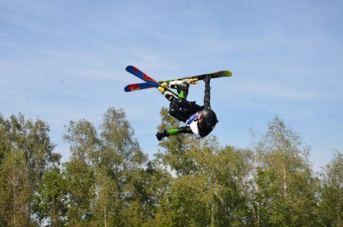 André Wieser lieferte beim Freestyle-Nachwuchswettbewerb auf der Wasserschanze in den Rheinauen eine Talentprobe ab.jk