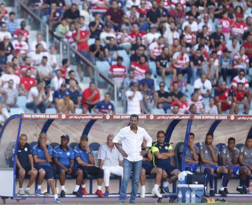 Angestrengte Miene bei Monastir-Trainer Lassaad Chabbi während des Spiels bei Club Africain.privat