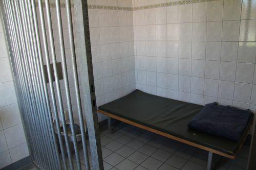 Auch die Arrestzelle wurde nicht vom Randalierer verschont. vol.at/Rauch