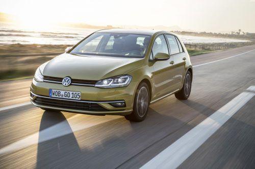 Auch kurz vor dem Modellwechsel bleibt der VW Golf der beliebteste Pkw Europas. Laut der Beratungsagentur Focus2Move wurden in den Staaten der EU und EFTA im August 29.870 Einheiten neu zugelassen. Auf Rang zwei liegt der Renault Clio mit 20.886 Einheiten, Position drei belegt der VW Polo mit 20.183 Neuzulassungen.