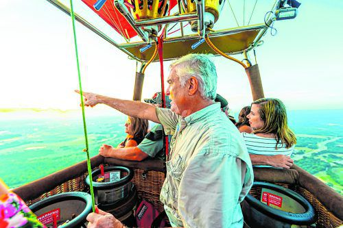 Ballonfahrer Grant bringt seine Fahrgäste sicher ans Ziel.