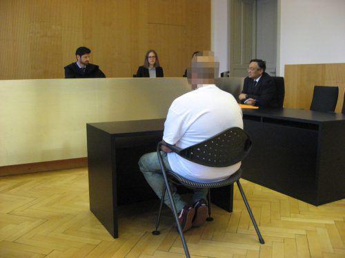 Bei dem Angeklagten sind zusätzlich noch offene Strafen widerrufen worden. Eckert