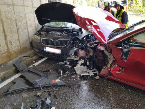 Bei der Kollision wurden sämtliche Beteiligten verletzt, an drei Fahrzeugen entstand Totalschaden. Feuerwehr Langen/kennerknecht