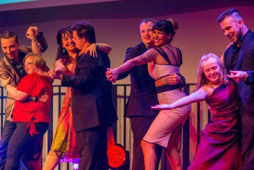 """Bei """"Tango en Punta"""" begegnen sich Menschen mit und ohne Behinderung. Die Essenz des Tangos ist die Umarmung. Ziegler"""