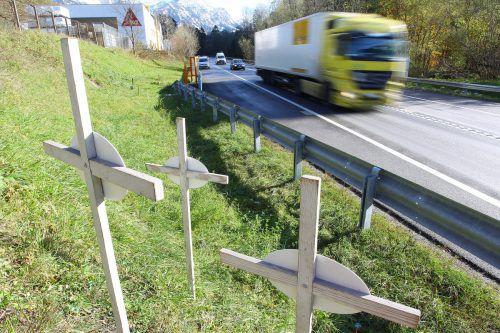 Bei Unfällen auf Österreichs Straßen sind heuer allein im Juli und August 90 Menschen ums Leben gekommen. VN/HB