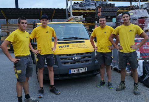 Christoph Peter, Niklas Hartmann, Jakob Prisching und Gerome Mätzler (v.l.) heißen die neuen Lehrlinge bei Peter Dach in Götzis. Peterdach