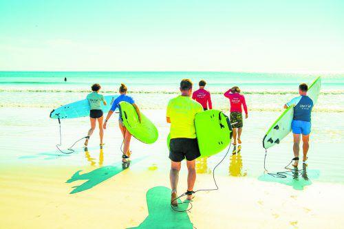 Cocoa Beach ist einer der wenigen Orte in Florida, an denen man ausgezeichnet wellenreiten kann. Edelweiss/Loren Bedeli (4)