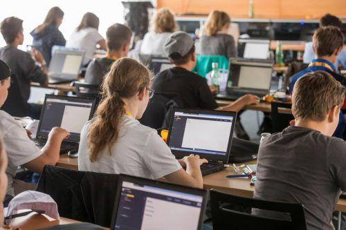 Das Code Base Camp bietet den Jugendlichen in vier Modulen die Möglichkeit, sich für die digitale Welt fit zu machen. VN/Steurer