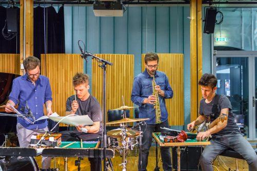 Das Ensemble Nikel präsentiert zum Abschluss der Reihe unter anderem Stücke von Mark Barden, Erin Gee und Daniel Zea. Markus Sepperer