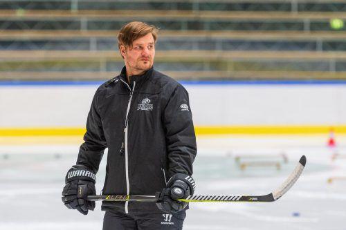 DEC-Coach Jussi Tupamäki hat sein Team auf Auftaktgegner Innsbruck gut eingestellt und hofft auf einen siegreichen Einstand als Bulldogs-Lehrmeister.VN/Stiplovsek