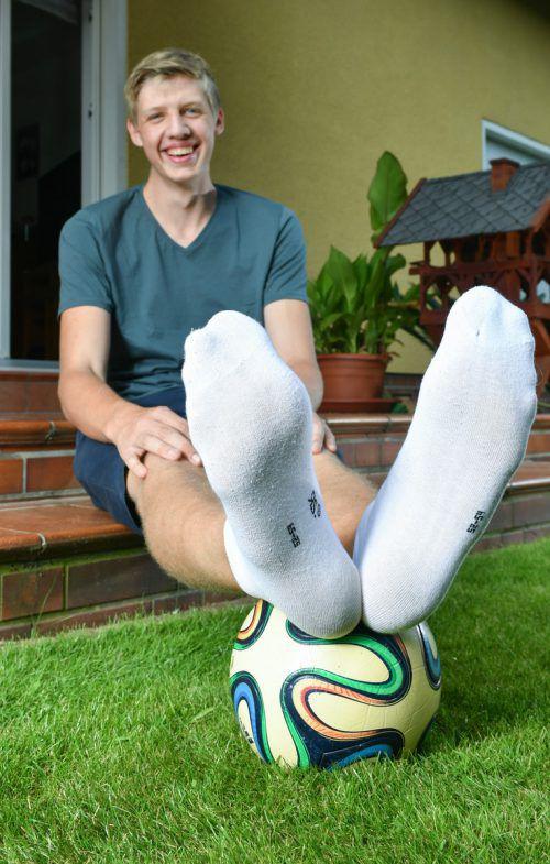 Der 16-jährige Lars Motza ist 2,05 Meter groß und hat Schuhgröße 57. dpa