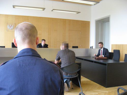Der Angeklagte beim Prozess am Landesgericht Feldkirch vor Richter Paul Huber. Er akzeptierte die ausgesprochene Haftstrafe. eckert