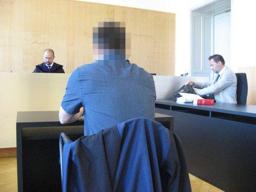 Der Angeklagte beim Prozess vor Richter Michael Fruhmann. Eckert